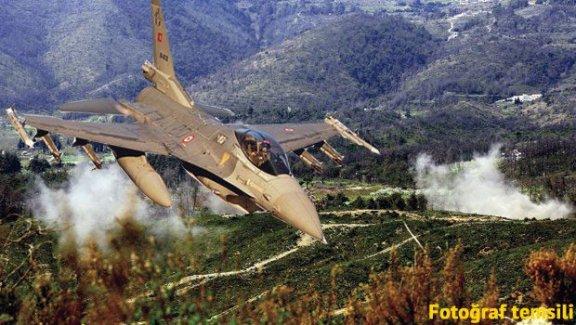 Diyarbakır'da, DEAŞ'ı Vuran Jet'lere Ateş Açtı