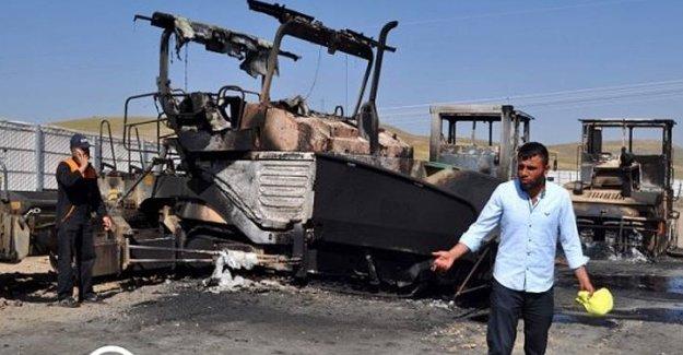 PKK Erzurum'da Yol Kesti Araç Yaktı