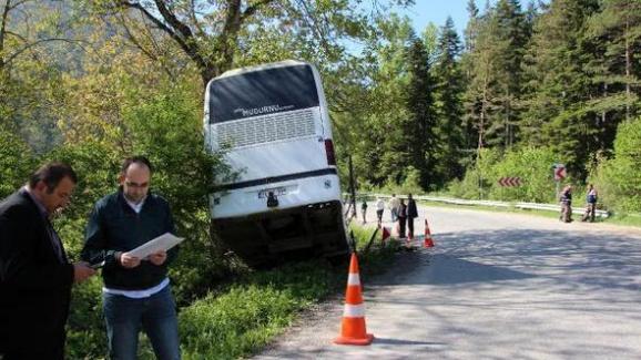 Bolu'da Virajı Alamayan Otobüs Kaza Yaptı: 7 Yaralı