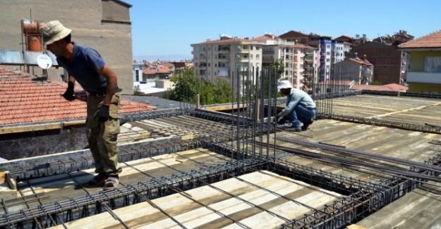 İnşaat İşçilerinin Sıcak Havayla İmtihanı