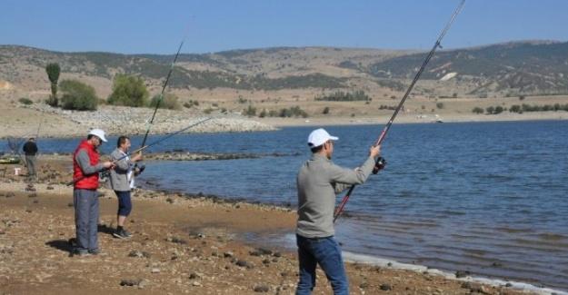 Denizsiz Afyonkarahisar'da Balık Tutma Etkinliği