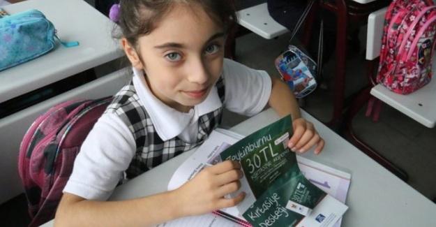Zeytinburnu Belediyesi'nden Öğrencilere Kırtasiye Çeki