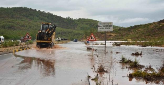 Fethiye-Muğla Yolunda Trafik Tek Şeritten Sağlanıyor