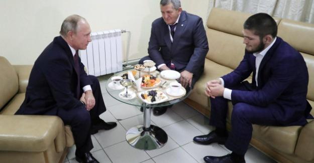 Khabib'in Babasından Alacağı Ağır Cezayı Vladimir Putin Engelledi!