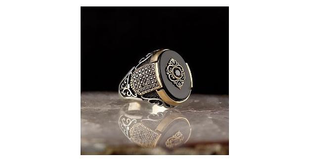 Gümüş Yüzüğün Eşsiz Dünyası