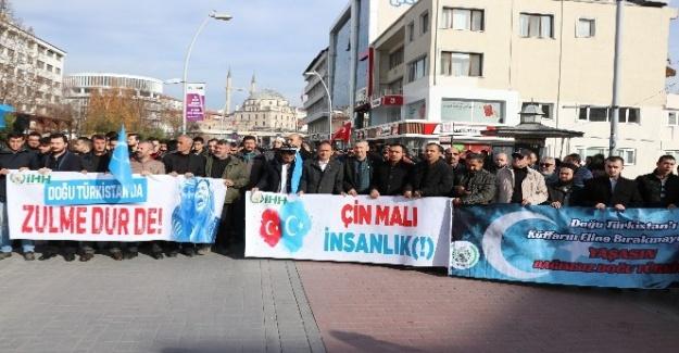 Bolu'da yüzlerce kişi Çin'i protesto etti