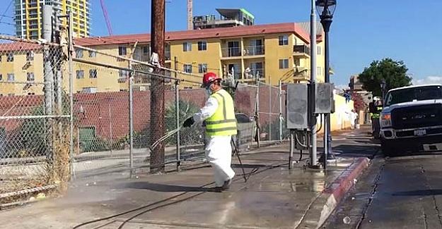ABD'de sokaklar çamaşır suyu ile yıkandı!