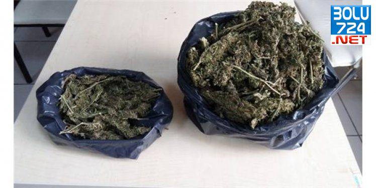 Bornova Doğanlar Mahallesinde 1 Kilo 45 Gram Esrar Ele Geçirildi