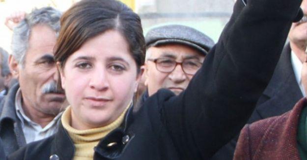 Demokratik Bölgeler Partisi (DBP) Van İl Eş Başkanı Caziye Duman gözaltına alındı.