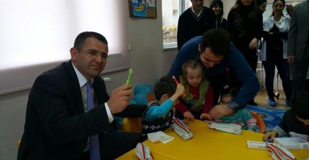 Düzce İl Sağlık Müdürlüğü Öğrencilere Ağız ve Diş Sağlığı Kontrolü Yaptı