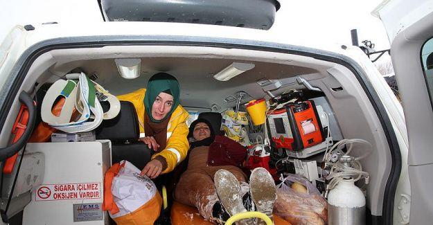 Hamile Kadını Paletli Ambulans Kurtardı