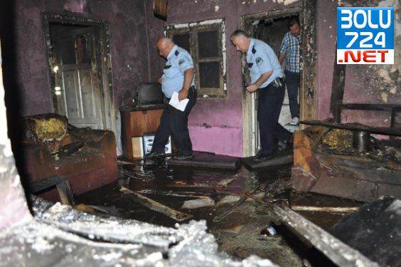 İzmir'de Bir Evde Çıkan Yangında Bir Kişi Öldü