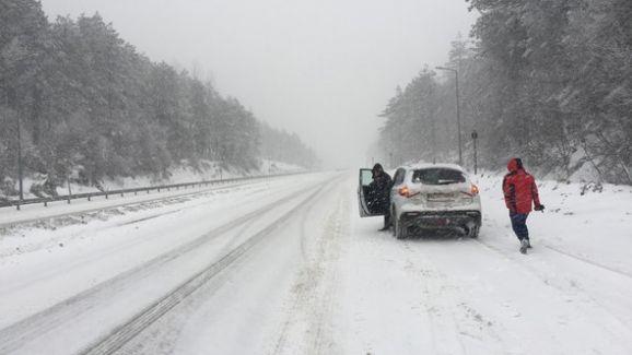 Kar Yağışı Bolu Cankurtaran Mevkiinde Trafiği Felç Etti