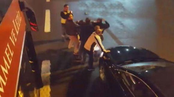 Lüks Araç Sahibi Saldırdığı Otobüs Şoföründen Dayak Yedi Rahatladı