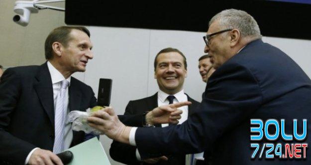 Rus Devlet Başkanı MEDLEDEV'e Hormonlu ARMUT Şoku!!