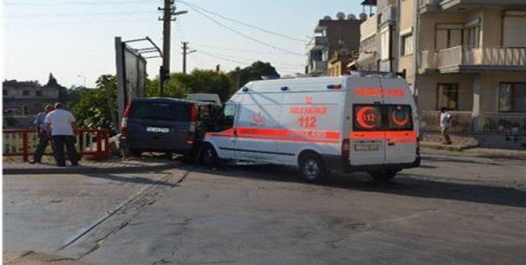 Söke'de Facianın Eşiğinden Dönüldü! Ambulans Otomobil ile Çarpıştı