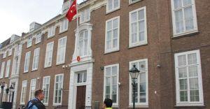 Suruc'u Bahane Eden Göstericiler Lahey Türk Büyük Elçiliğine Saldırdılar