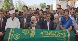 Ünlü Edebiyatçı Ali Nar Cumhurbaşkanı ve Başbakanın Omuzlarında Son Yolculuğuna Uğurlandı