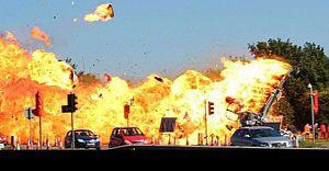 Gelin Arabasının Üstüne Uçak Düştü Çok Sayıda Ölü Var