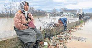 Ödemiş'te Yağan Yağmur 200 Hektarlık Tarlayı Göle Çevirdi
