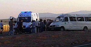 Tomarza'da Minibüsün Lastiği Patladı 13 Kişi Yaralandı
