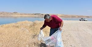 Duyarlı Vatandaştan Çöpleri Toplayarak Örnek Davranış