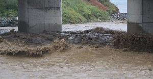 Şiddetli Yağışlar Rize'nin Derelerini Taşırdı