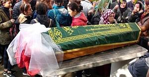 Okul Çıkışı Öldürülen Helin Palandöken'in Cenazesinde Kavga Çıktı