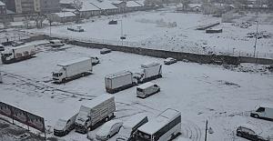 Doğu Anadolu'da Kar Caddeleri Beyaza Bürüdü