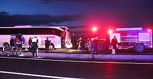 Van'da Şehirlerarası Yolcu Otobüsü Kazası: 2 Ölü, 21 Yaralı