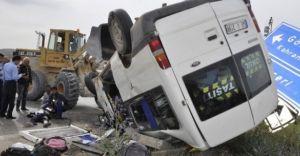 Afşin'de Öğrenci Servisi ile Otomobil Çarpıştı 3'ü Ağır Çok Sayıda Yaralı Var