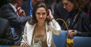 Angelina Jolie'nin Namahrem Yerleri Toplantısının Önüne Geçti
