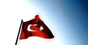 İzmir'de Okulun Bahçesindeki Türk Bayrağınıda İndirdiler!