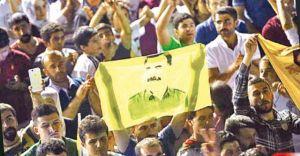 Seçimden Önce Türk Bayrakları Seçimden Sonra Öcalan Posterli Kutlama