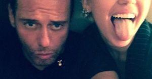 Mert Ulaş Dünyaca Ünlü Miley Cyrus'u Öptü Dünya Magazin Gündemine Oturdu