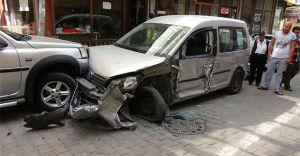 Talatpaşa'da otomobil yüklü TIR, park halindeki 11 aracı Ezdi! Pardon Dedi!