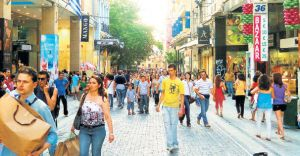 Yunan Halkı Kendini Alışveriş'e Vurdu