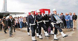 Devrilen Ekip Aracında Şehit Olan Polis Ağıtlar Arasında Toprağa Verildi