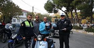 Polis Ekiplerinden Motosiklet Sürücülerine Kask Kullanmaları Uyarısı