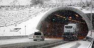 Bolu Dağı'ndaki Kar Yağışı Ulaşımı Yavaşlattı