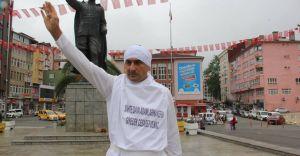 Çılgın Rize'li Kefen Giyip AK Parti İçin Eylem Yaptı