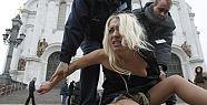 Meclis'te Çıplak Eylemci!