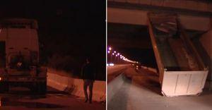 TIR Köprüye Çarptı, Kendi Gitti Damperi Kaldı!