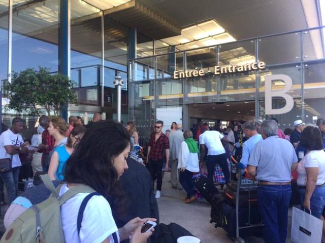 Paris Orly Havalimanı'nda bomba ihbarı