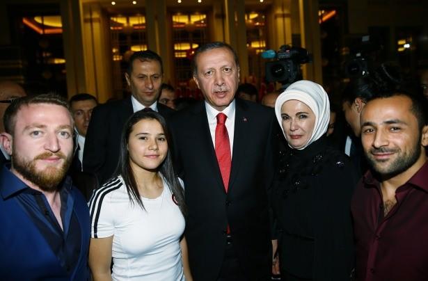 Cumhurbaşkanı Erdoğan'ın Başkomutan Sıfatıyle Verdiği İlk Resepsiyona Ünlü Yağmuru Yağdı!
