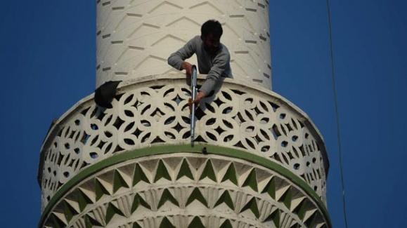 Pompalı Tüfekle Minareye Çıktı! Vatandaşlara Ateş Açtı