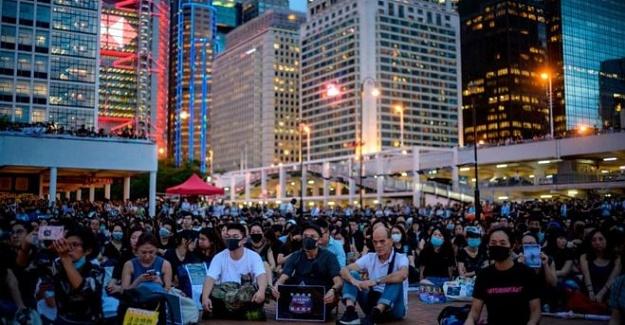 ÇİN'İN HONG KONG ŞEHRİ PROTESTOLAR, ZOR ANLAR YAŞATIYOR!