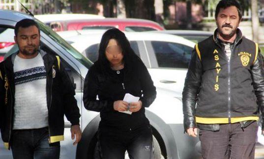 Adana'da engelli bir kadın ablasına fuhuş yaptırırken polis tarafından suçüstü yakalandı.