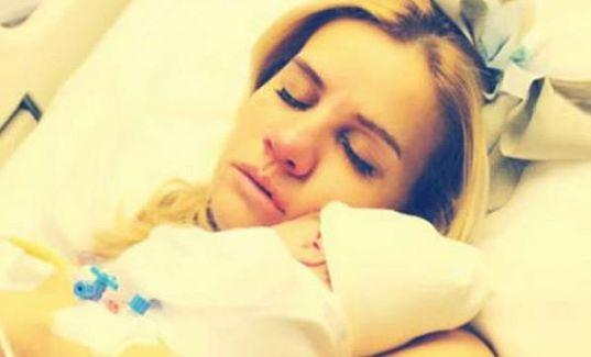 Esra Erol Önce Doğurdu Bebeğiyle Foto Çekti Sonrada Ağlattı!