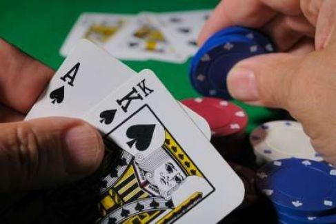 İnternetten Poker Oynamak Güvenli Mi?